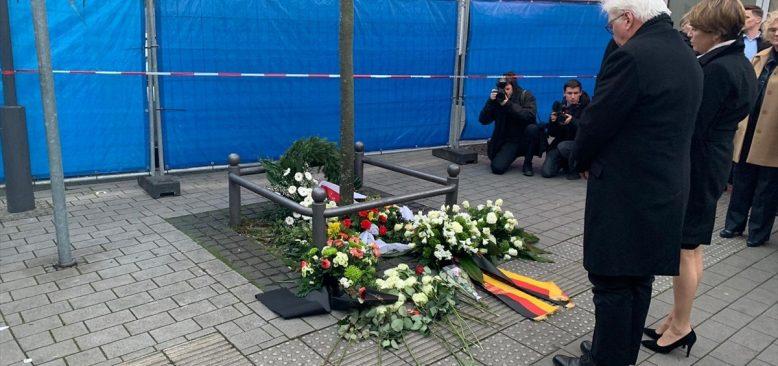Almanya Cumhurbaşkanı Steinmeier, olay yerine çiçek bıraktı