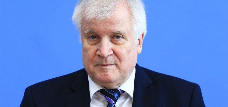 Almanya İçişleri Bakanı Seehofer, bir gazeteci hakkında suç duyurusunda bulunacak