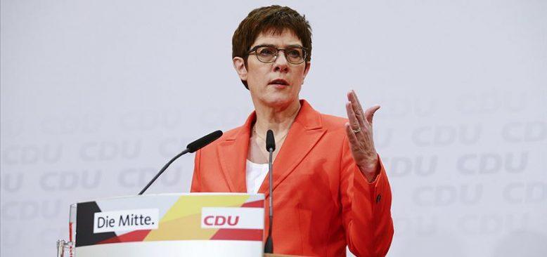 Almanya Savunma Bakanı Kramp-Karrenbauer karantinaya girdi