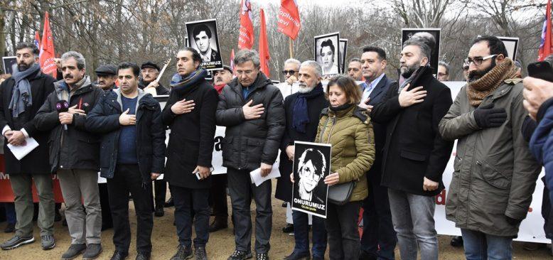 Madımak sanığı 'af' kararı Berlin Büyükelçiliği önünde protesto edildi