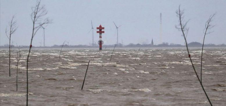 Sabine Kasırgası Almanya'yı etkisi altına almaya başladı