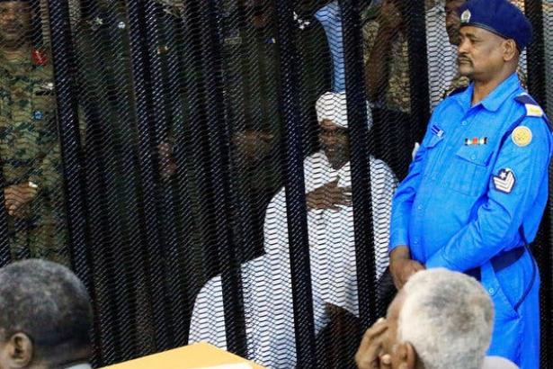 Sudan'ın eski cumhurbaşkanı uluslararası mahkemede yargılanacak