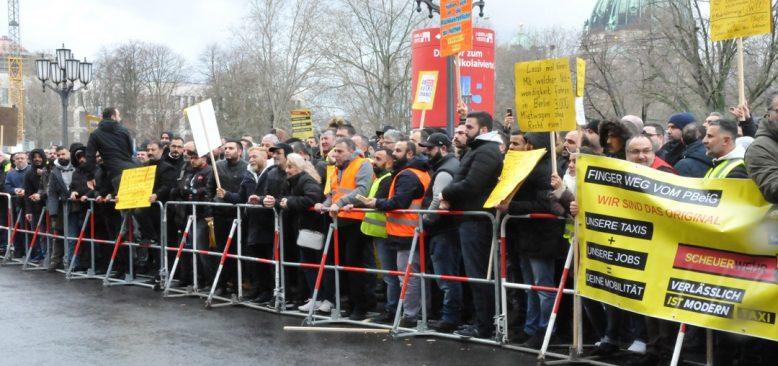 Berlin'de Taksi Şoförleri eylem gerçekleştirdi