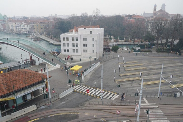 Venedik'te savaştan kalma bomba bulunduğu yerden çıkarıldı
