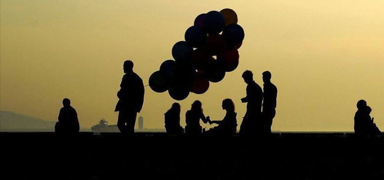 Türkiye'de mutlu olduğunu beyan edenlerin oranı düştü.