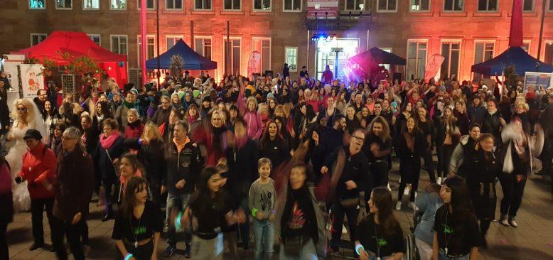Kadına şiddeti, dansları ile protesto ettiler