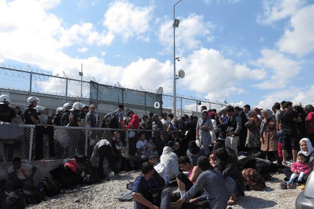 Macaristan geçiş bölgesindeki sığınmacıları aç bırakıyor