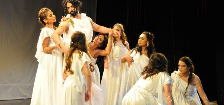"""""""Kybele´nin Kızları"""" adlı tiyatro gösterisi ayakta alkışlandı"""
