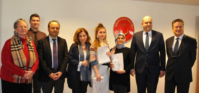 Berlin`de başarılı öğrenciler ödüllendirildi