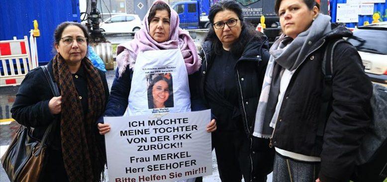 Almanya'da PKK tarafından kaçırılan genç kızın annesi Maide T. ikinci eylemini yaptı