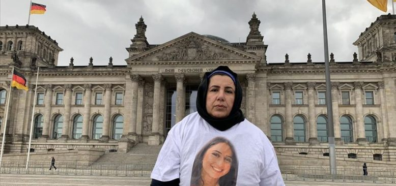 Maide T, Alman Meclisi önünde eylem yaptı