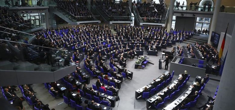 Schaeuble: Alman devleti, aşırı sağı hafife aldı