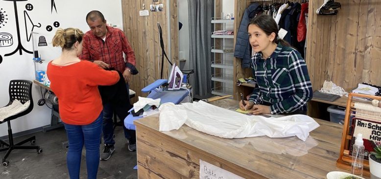 Türk terziler Almanya'da maske mesaisinde