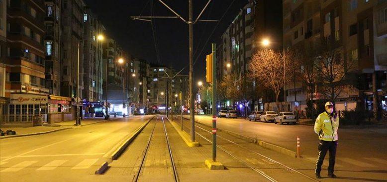Sokağa çıkma yasağının ardından caddelerde sessizlik hakim