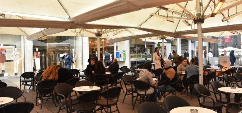 Avusturya'da iki ay aradan sonra ibadethane ve restoranlar açıldı