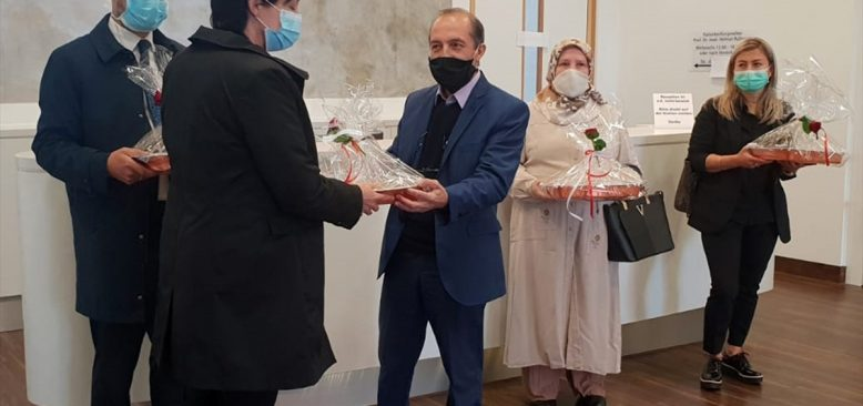Türklerden sağlık çalışanlarına baklavalı teşekkür