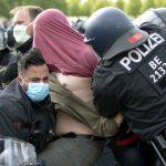 Avrupa'da Devam Eden Salgın Önlemlerine Protestolar