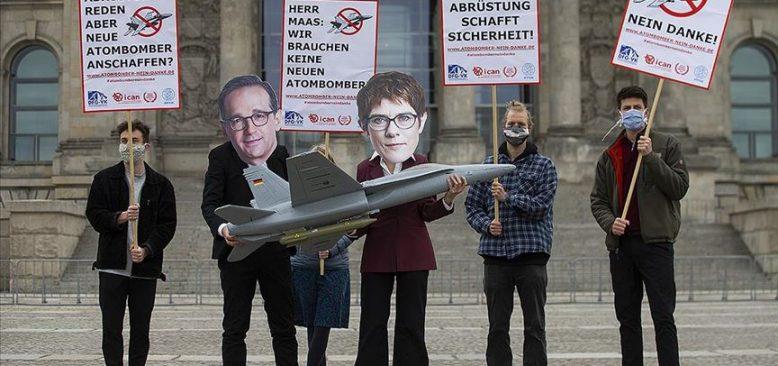 Almanya'nın ABD'den savaş uçağı alma planları protesto edildi