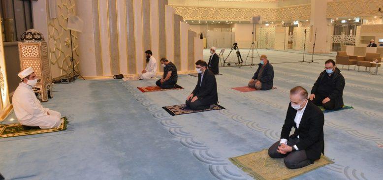 Almanya'da camiler camaatine kavuştu