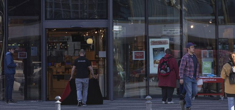 Almanya'da tüm mağazalar açılıyor