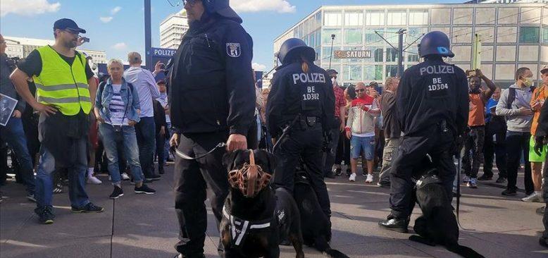 Almanya'da Kovid-19 tedbirlerine yönelik protestolar sürüyor