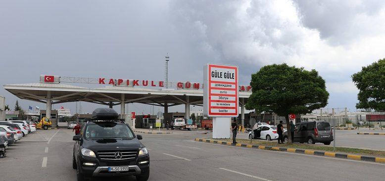 İlk tatilciler Kapıkule Gümrük Kapısı'ndan yurda giriş yaptı