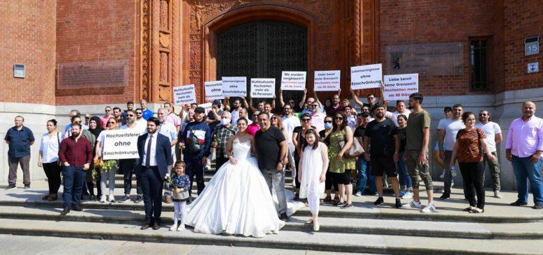Berlin`de düğün ve eğlence sektörü isyan etti