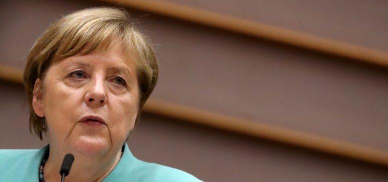 Merkel'den Türkiye'yi Öven Sözler