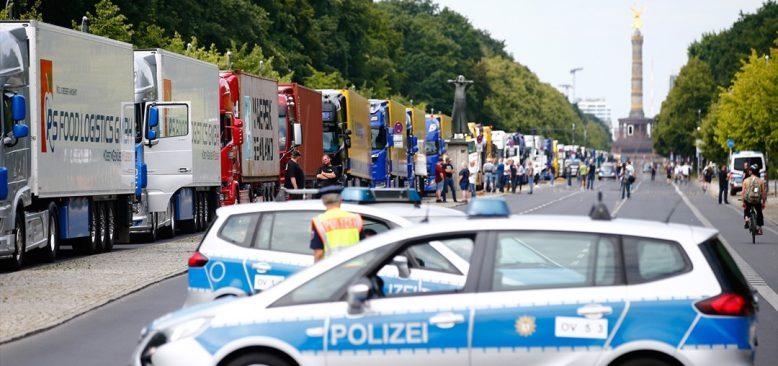 Almanya'daki kamyoncular düşük nakliyat fiyatlarını protesto etti