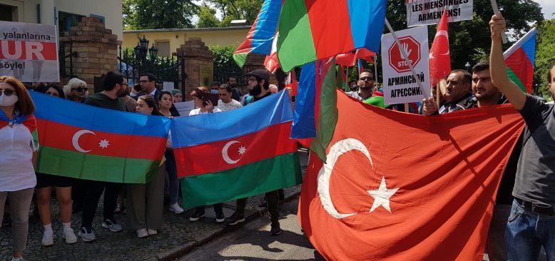 Ermenistan'ın Saldırıları Berlin'de Protesto Edildi