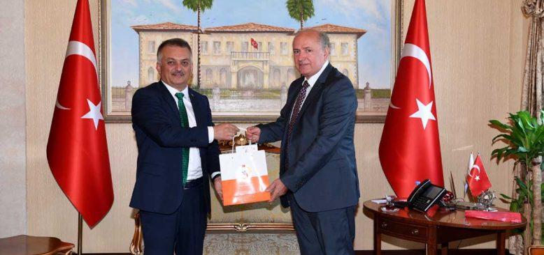 Arnavutluk Büyükelçisisi Robo Antalya Valisi Yazıcı'yı ziyaret etti