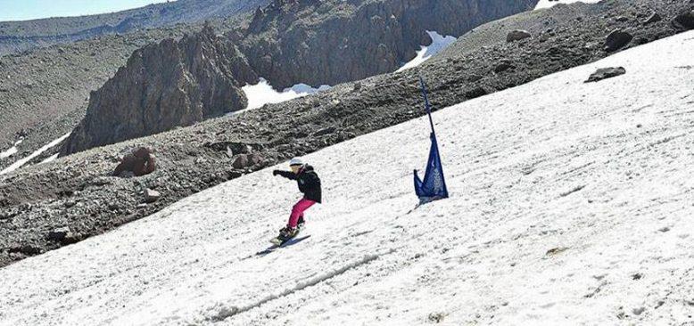 Erciyes'te Temmuz ayında sporcular kayak keyfi yaşıyor