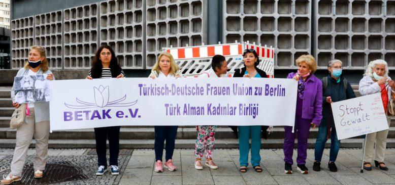 Türkiye'de kadınlara ve çocuklara yönelik şiddete Berlin'den protesto