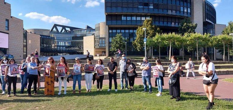 Türkiye`de kadına şiddet Düsseldorf`ta protesto edildi