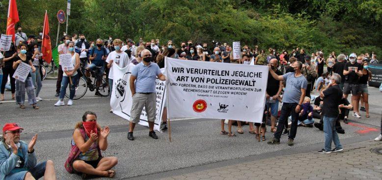 Almanya polis şiddetine karşı ayağa kalktı