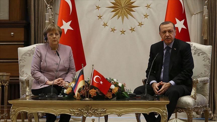 Merkel Türkiye'ye gidiyor