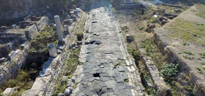 Mersin'de temel kazısı sırasında bulunan Antik Roma Yolu turizme kazandırılıyor