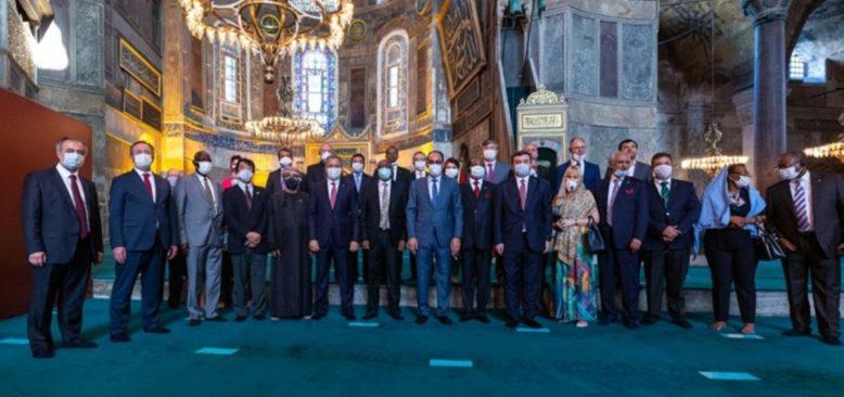 Cumhurbaşkanlığı Sözcüsü 30 Ülke Büyükelçisiyle Ayasofya'yı Gezdi