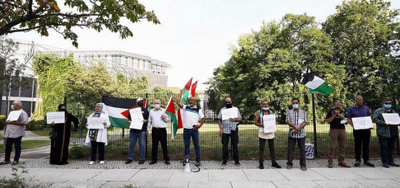 Almanya'da bir grup Filistinli BAE-İsrail normalleşme anlaşmasını protesto etti