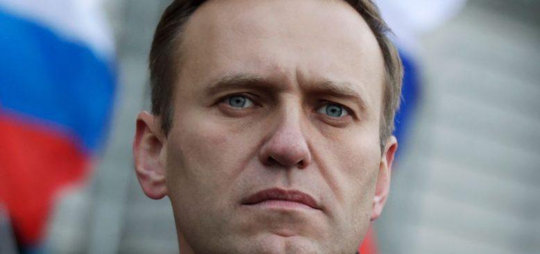 Rus Doktorlar Zehirlendiği Öne Sürülen Navalny'yi Almanya'ya Göndermiyor