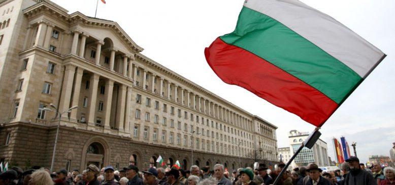 Bulgaristan'da Binlerce Protestocu Hükümeti İstifaya Çağırdı