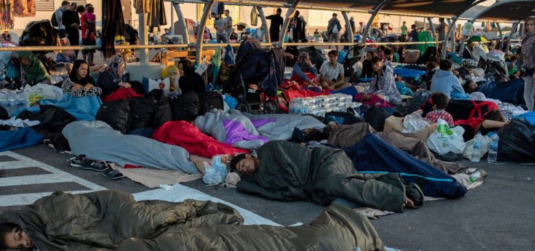 Merkel Midilli'deki Mültecilerin Durumunu AB'ye Taşıyor