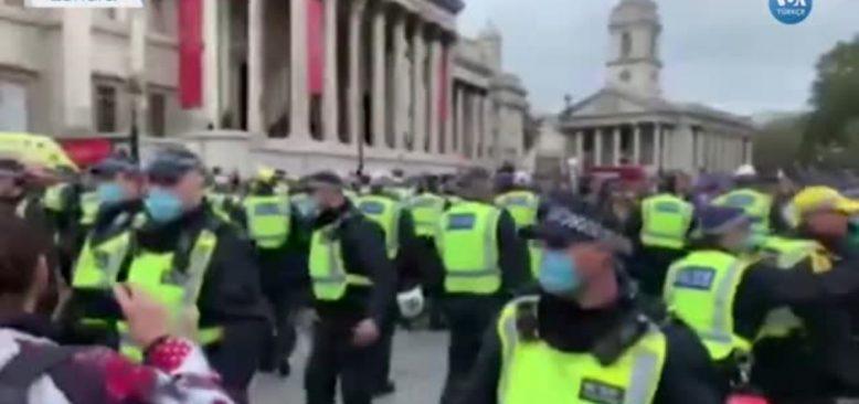 Londra'da Karantina Karşıtlarına Polis Müdahalesi