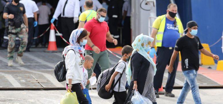 Midilli Adası'ndan 2500 Mülteci Yunanistan'a Götürülüyor