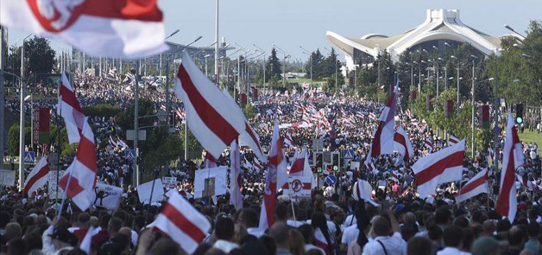 Alman hükümetinden Belarus'taki göstericilere destek