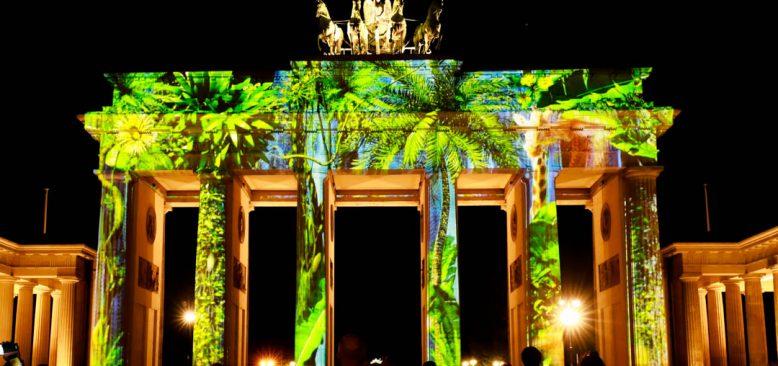 Berlin'de ışıklar akşamı Korona'ya rağmen güzel geçiyor