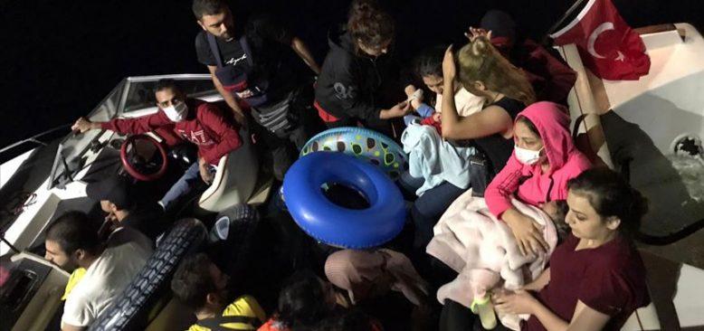 Marmaris'te Türk kara sularına itilen 19 sığınmacı kurtarıldı
