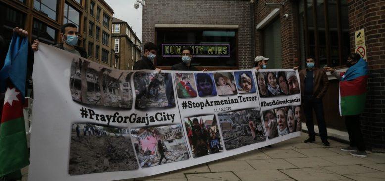 İngiltere'de, Ermenistan'ın Azerbaycan'daki sivillere yönelik saldırısı protesto edildi