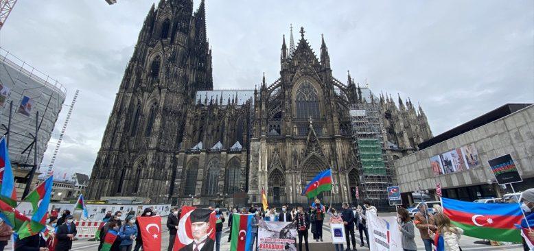 Köln`de Ermenistan'ın Azerbaycan topraklarına saldırılarına protesto