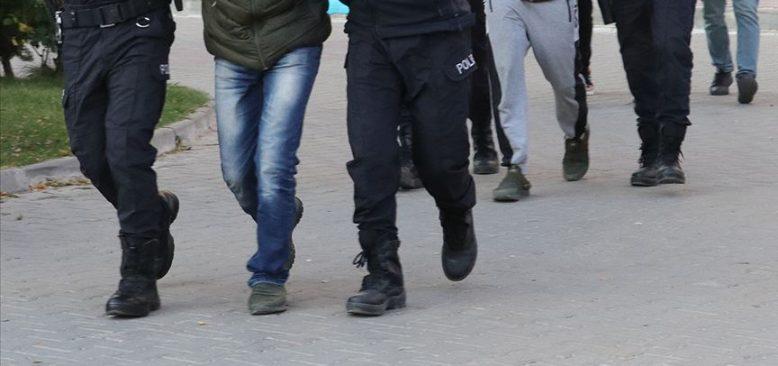 İzmir'deki depremle ilgili kin ve nefret içerikli paylaşım yapan 6 şüpheli yakalandı